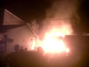 Kebakaran, rumah agus wita melano dini hari 20-12-2013