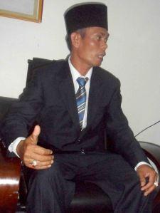sarnawi_ketua dprd kku sementara_warta kayong