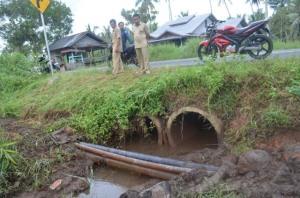 pertemuan air bersih bermasalah di simpang hilir kayong utara9_resize