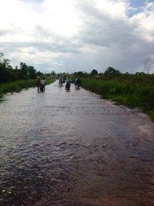 kayong utara Jalan Berlumpur di Musim Hujan tanjung pelanduk padat karya 2012