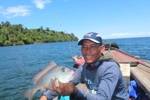 pariwisata--Indahnya Mancing Bersama di Lautan Kepulauan karimata mancing kayong  dapat ikan