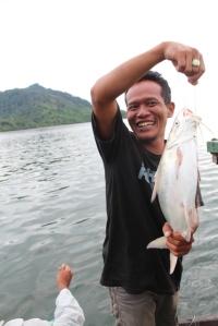 pariwisata--Indahnya Mancing Bersama di Lautan Kepulauan karimata mancing kayong  rido dapat ikan
