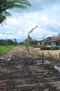 seponti tr 12 kayong utara Jalan Berlumpur di Musim Hujan