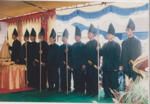 para hulubalang pelantikan raja simpang matan pada tahun 2008 di kantor camat simpang hilir