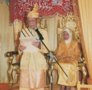 pidato raja simpang matan gusti muhammad mulia pada pelantikan raja simpang matan pada tahun 2008 di kantor camat simpang hilir