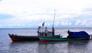 Perubahan iklim berdampak luas pada jutaan masyarakat nelayan di seluruh dunia. cuaca yang tidak menentu sudah mengganggu mata pencaharian. Kejadian-kejadian seperti tenggelamnya beberapa kapal dan terdampar adalah sebagian kecil dari dampak perubahan.
