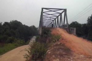 jembatan mata mata yang rusak di kayong utara 2