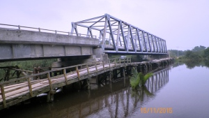 jembatan mata mata yang rusak di kayong utara