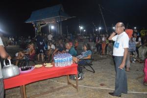 bupati kayong utara ikut membaur dengan peserta festival karimata 2015 menyambut sail selat karimata 2016