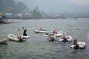 lomba speed boat yang di laksanakan turis asing untuk memeriahkan jukiong race festival karimata 2015 di desa betok menyambut sail karimata 2016