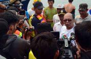 para awak media sedang melakukan wawancara dengan bupati kayong utara festival karimata 2015 di desa betok menyambut sail karimata 2016