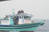peserta festival sedang menuju pulau betok festival karimata 2015 di desa betok menyambut sail karimata 2016