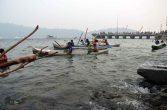 peserta jukong race sedang bersiap melakukan lomba pada festival karimata 2015 di desa betok menyambut sail karimata 2016