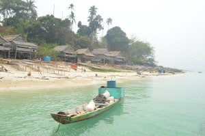 salah satu sudut pantai pada festival karimata 2015 menyambut sail karimata 2016